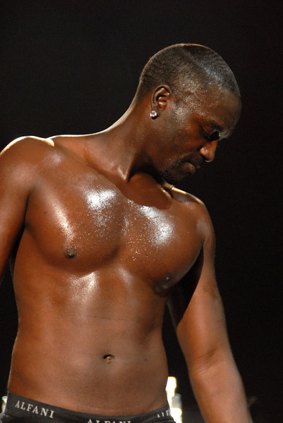 Akon shirtless