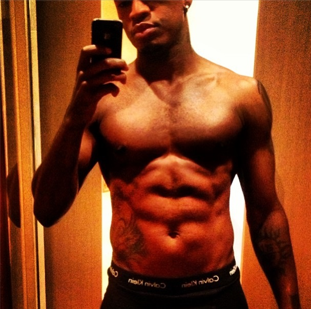 Rapper NE-YO shirtless